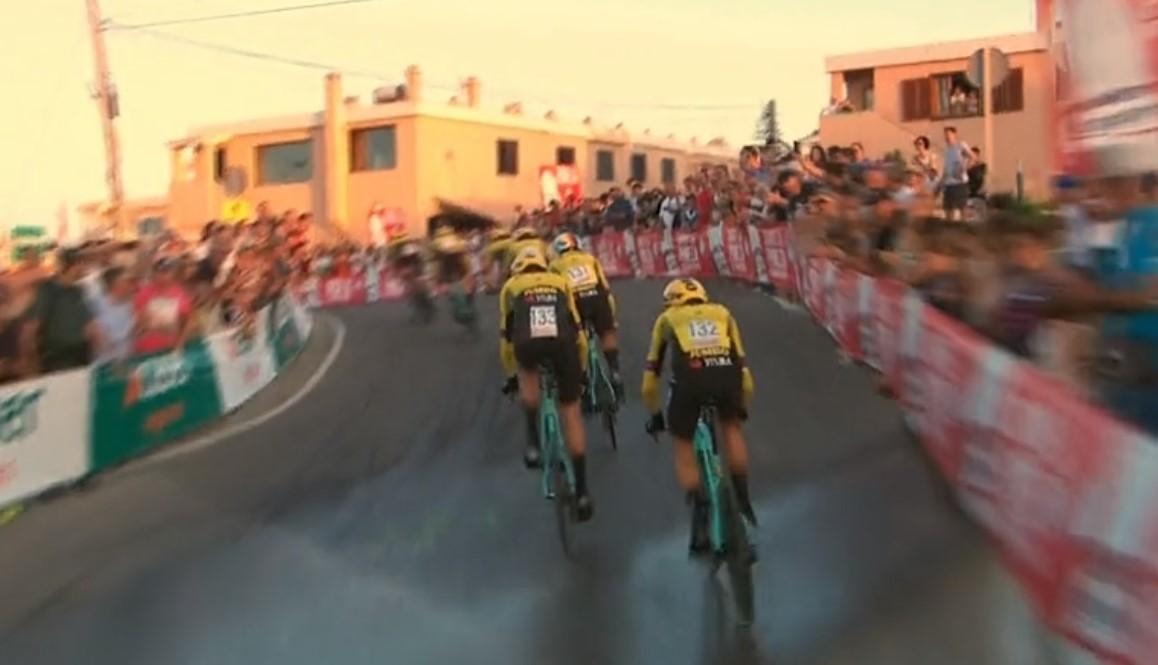 cycling Jumbo Visma water