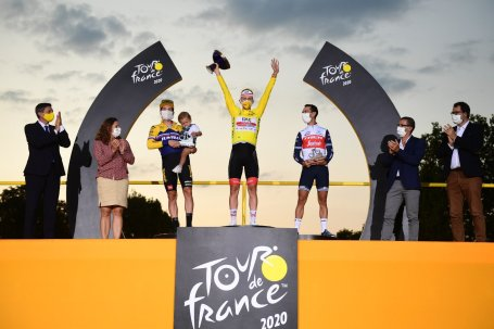 cycling tour de france 2020 podium roglic pogacar porte