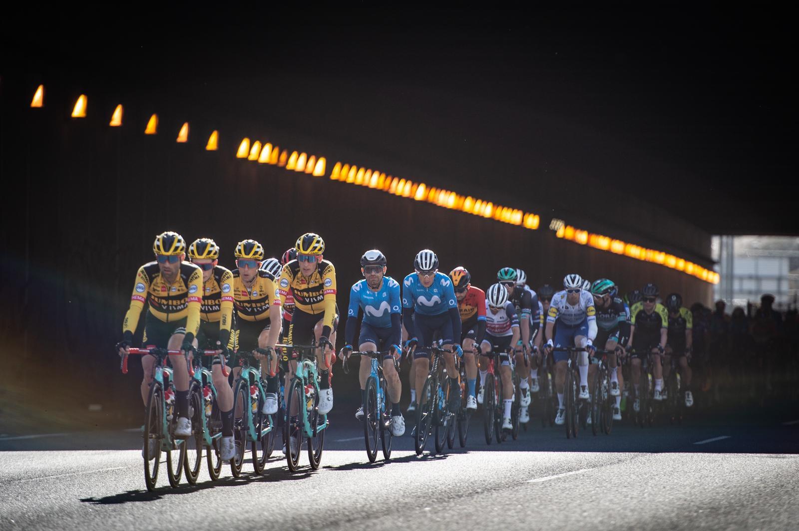 feat cycling vuelta 2020 Jumbo-Visma lead peloton